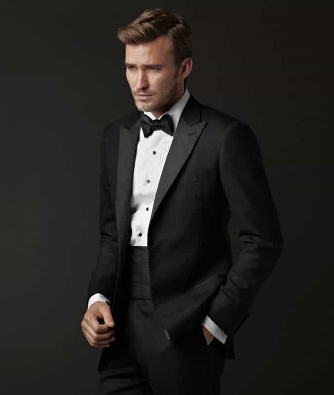 Man wearing a cummerbund for a black tie event