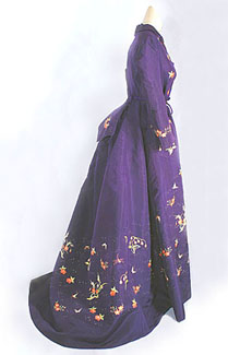 hand-embroidered-silk-taffeta-dressing-gown-c1872.jpg
