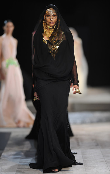 Givenchy fall haute couture 2010 10 8
