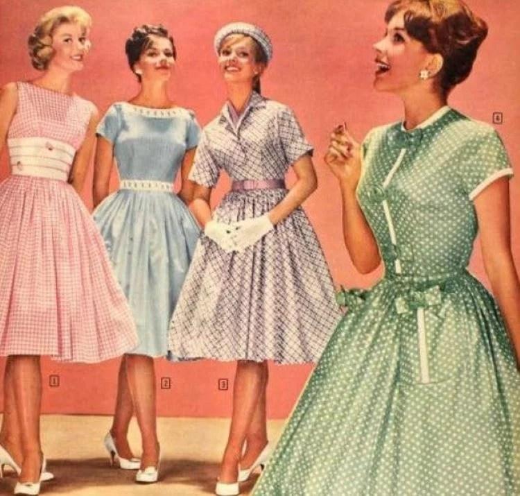Modelos com a moda dos anos 50