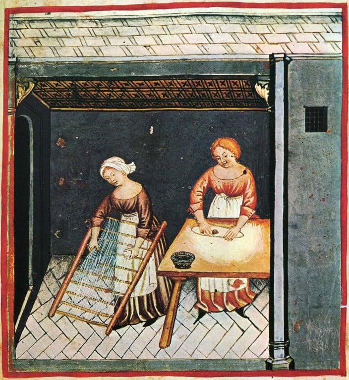Ilustração de duas mulheres trabalhando em um cozinha, vestidas com um traje gótico medieval simples