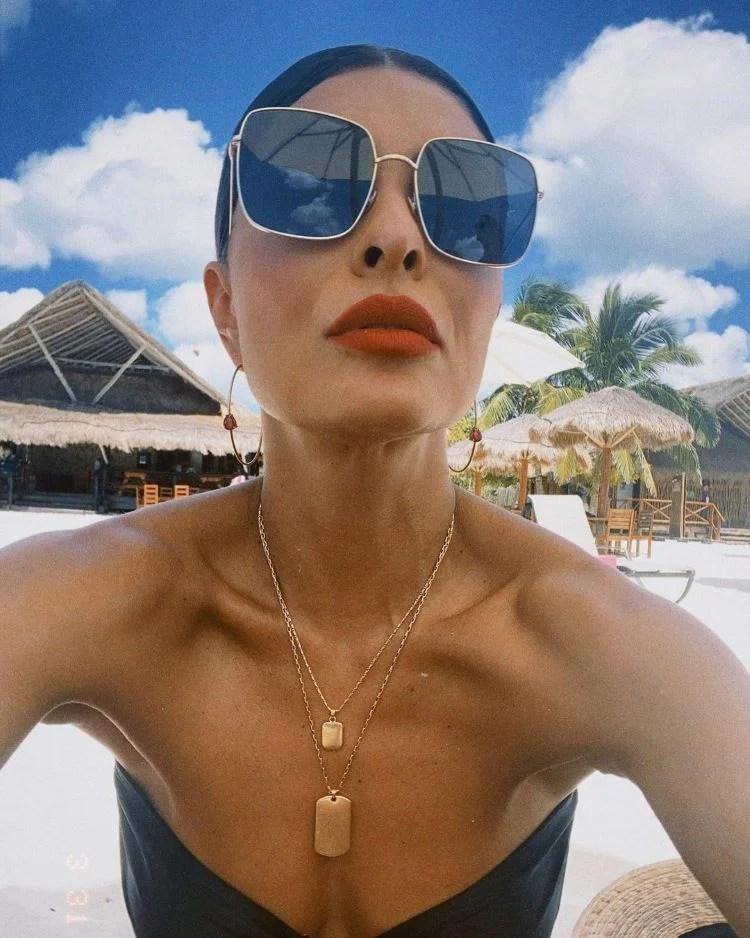 biquínis com joias/ Juliana Paes na praia
