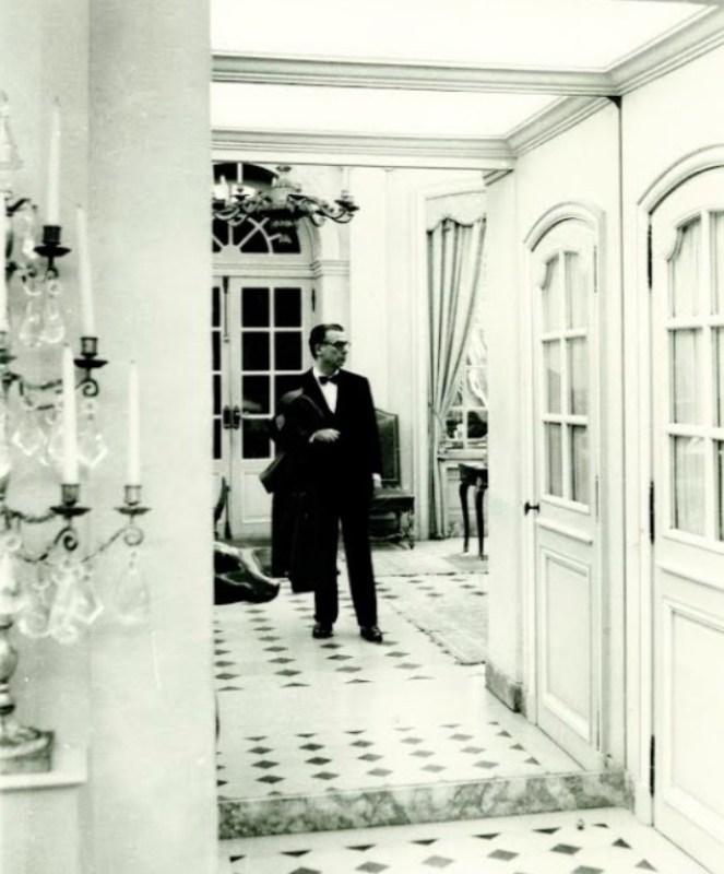 Cristóbal Balenciaga na Maison Balenciaga, em Paris.