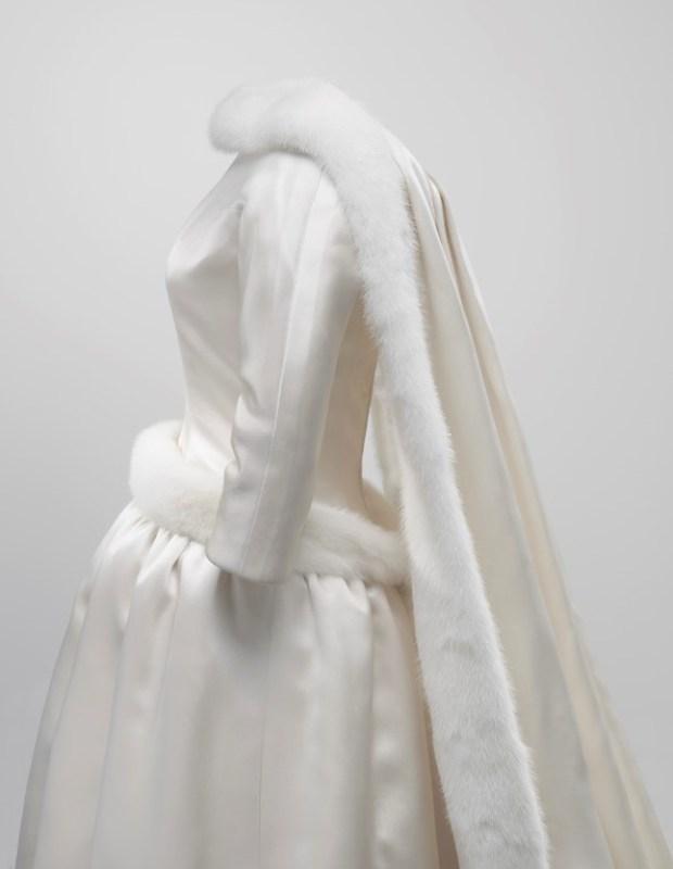 Vestido de noiva de Fabiola de Mora y Aragón, rainha da Bélgica, de Cristóbal Balenciaga.