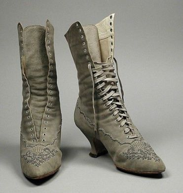 Timelessly pretty lace-up boots, 1890