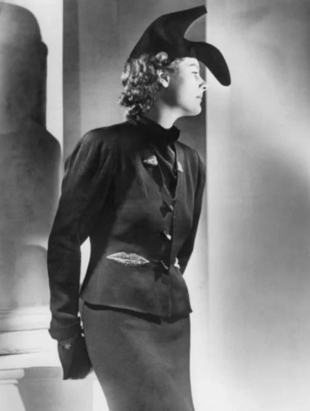 O chapéu-sapato criado por Elsa Schiaparelli e Salvador Dalí.