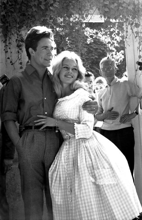 Bridget Bardot em seu casamento com o ator Jacques Charier na França, em 1959.