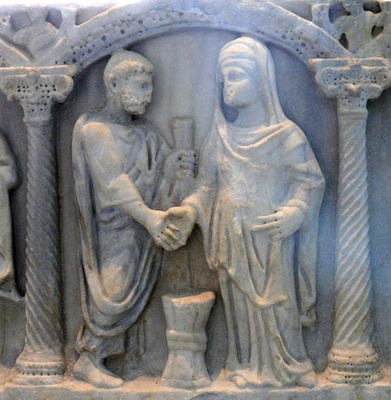 Sarcófago em mármore de Dioscures, com detalhe que ilustra um casamento.