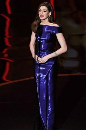 Anne-Hathaway-no-Oscar-2011-4_thumb