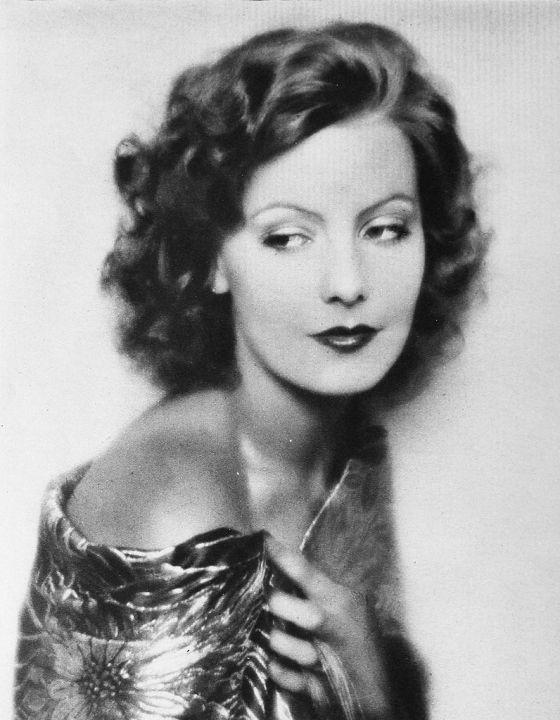 Retrato de Greta Garbo pertence ao conjunto de 16 beldades de Rolf Armstrong, em 1930.