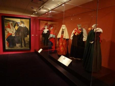 Glory of Spanish Dress (3)