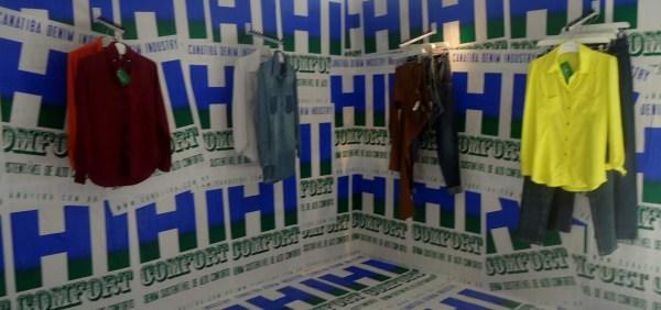 Exposição da coleção Jeanseria Hi-Comfort no showroom da Jeanseria