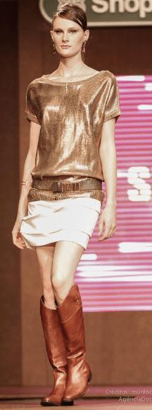 blusa dourada