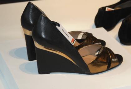 sapato preto e dourado renner_640x434
