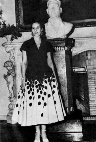 eva-peron-black-white-dress