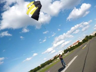 Tempelhof - kite skateboarding