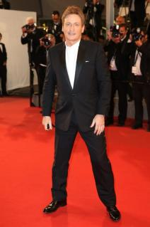 O ator francês, Benoit Magimel, vestindo o relógio Montblanc Heritage Moonphase