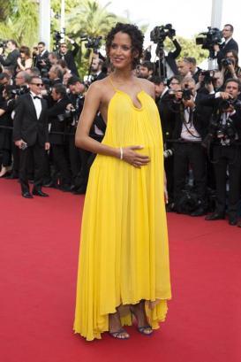 Modelo e atriz Noemie Lenoir escolheu um bangle Montblanc 4810