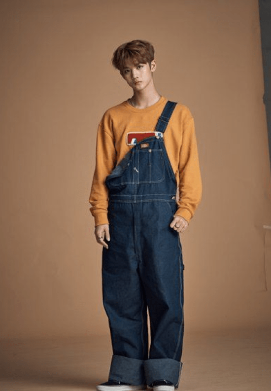 Macacão largo jeans com moletom