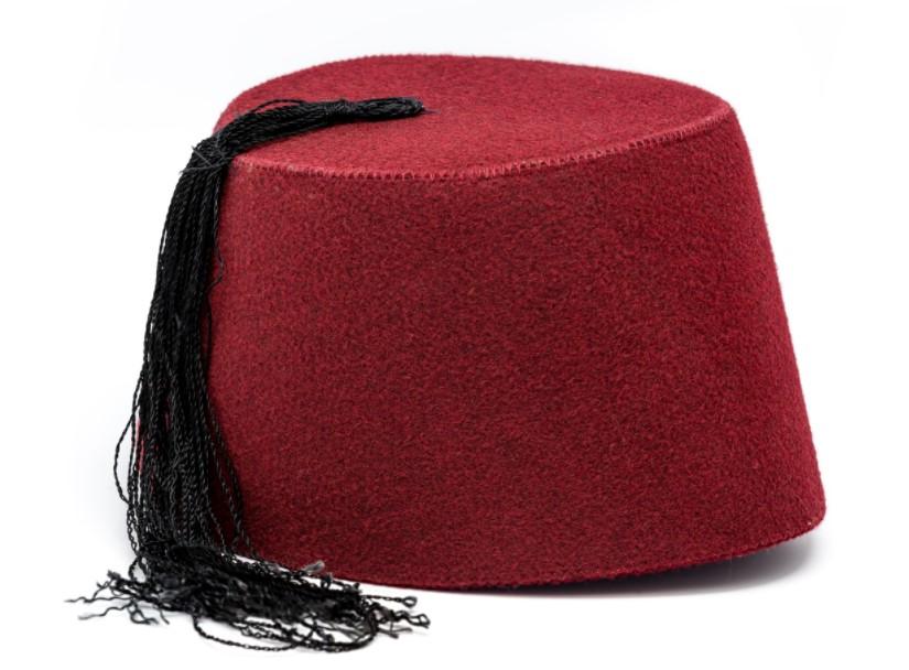 Chapéu Fez feito em feltro vermelho