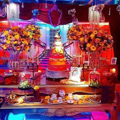 festa decorada com temática da bela e da fera