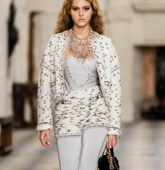 Conjunto blazer e short Chanel estampa dálmata