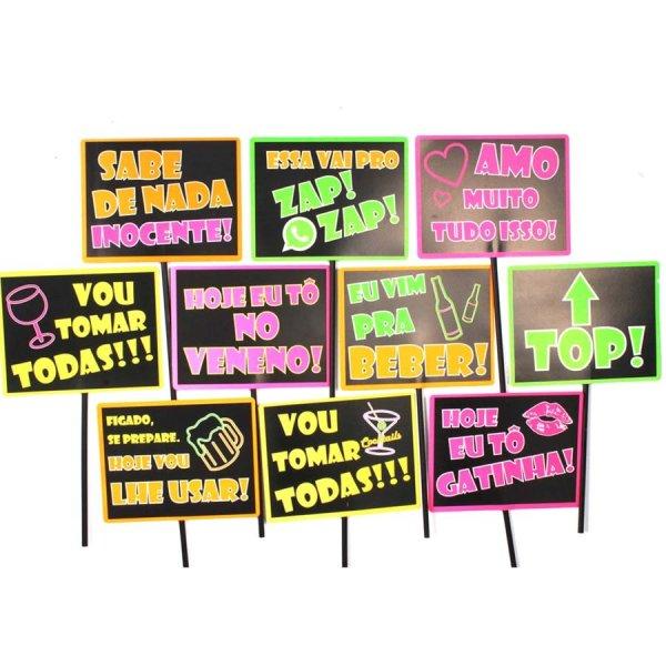 Placas com dizeres divertidos para festa neon