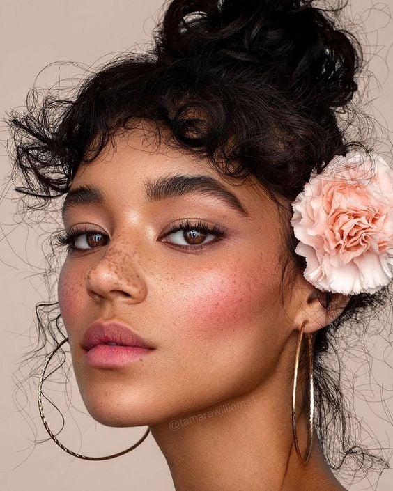 Maquiagem junina: flores são elementos tradicionais nas festas juninas