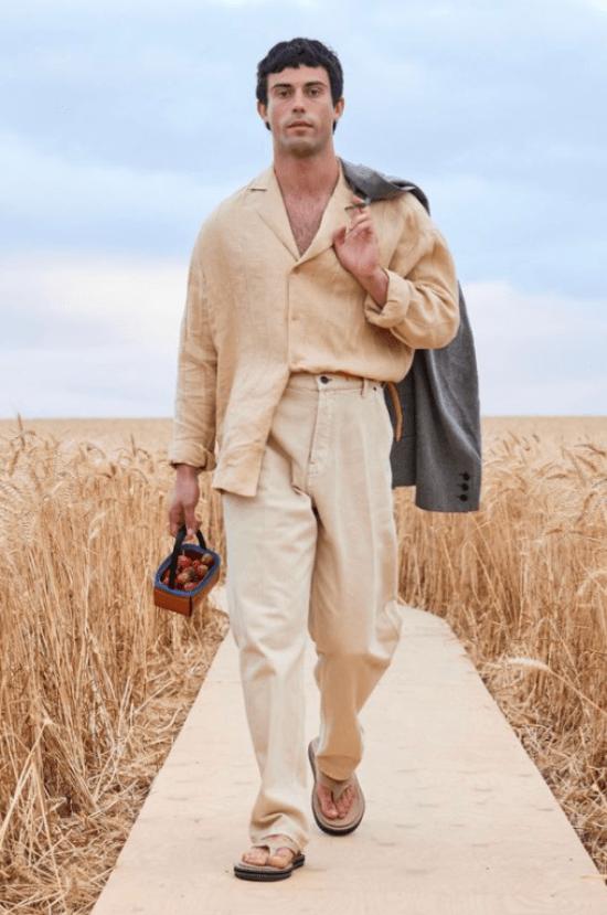 Camisa linho, calça e chinelo bege