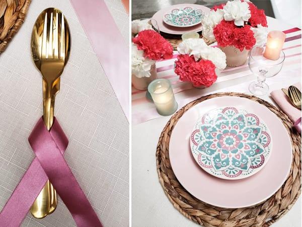 Mesa posta para jantar romântico mostrando detalhe de talher decorado com fita de cetim