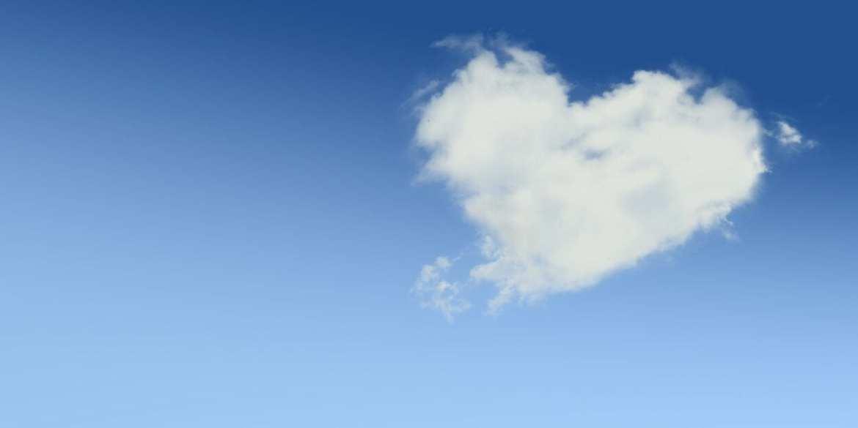 Foto de nuvem em formato de coração - Como lidar com a solidão no dia dos namorados