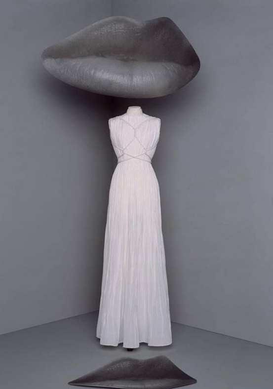 Dior Vestido branco longo plissado com referencia greco romana e amarrações no busto