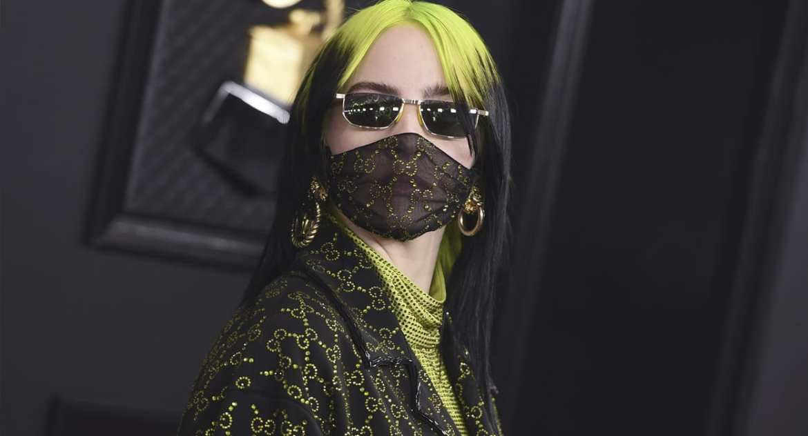 Billie Eilish com máscara facial