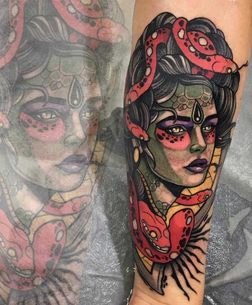 tatuagem de medusa colorida old school