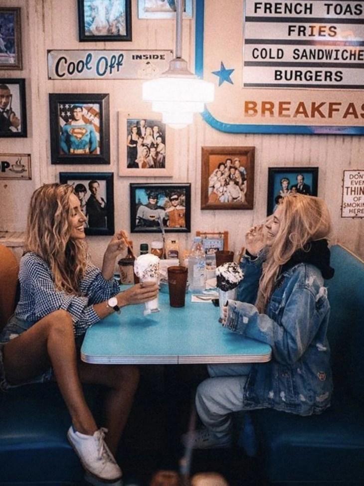 Foto amigas em restaurante