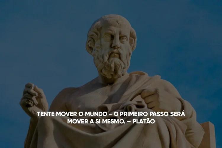 Imagem da estátua de Platão com a frase em cima: 4.Tente mover o mundo - o primeiro passo será mover a si mesmo.