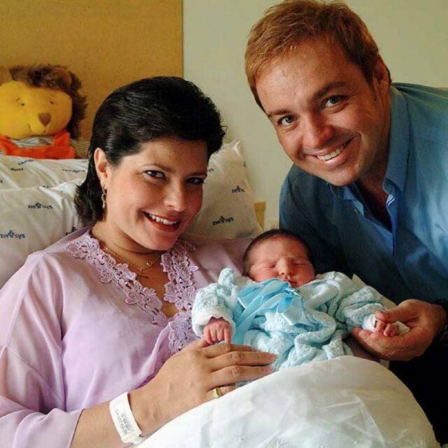 Foto antiga de gugu esposa e primeiro filho.