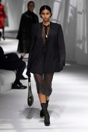 transparência look feminino Fendi