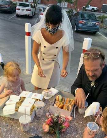 Lily Allen se casa em Las Vegas