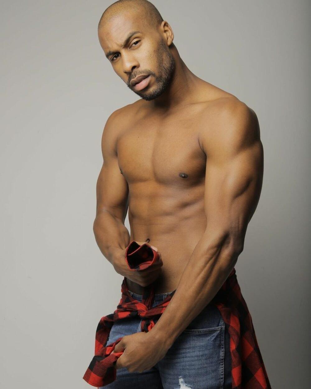 Rodrigo Moraes em pose sensual