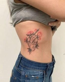 Tatuagem cintura coração