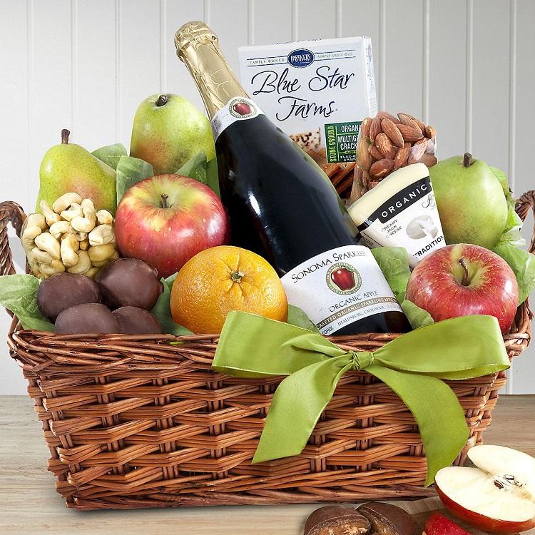 foto de cesto com frutas e cidra