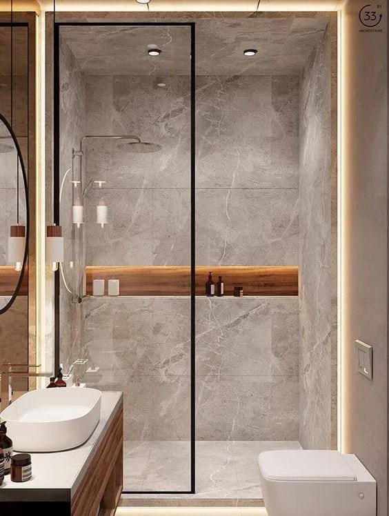 Banheiro pequeno e minimalista