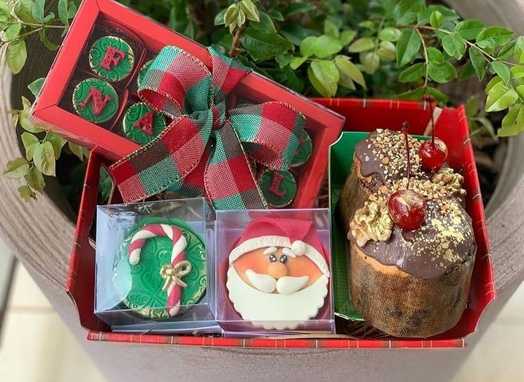 bombons, cupcakes e panetones decorados