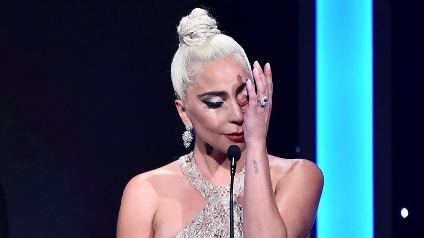 Lady gaga chorando em premiação American Cinematheque Gala