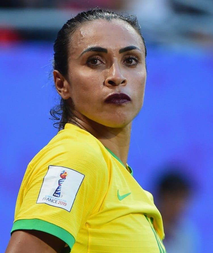 Marta usando batom em jogo de copa mundial.