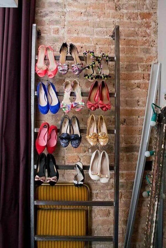 Escada com sapatos