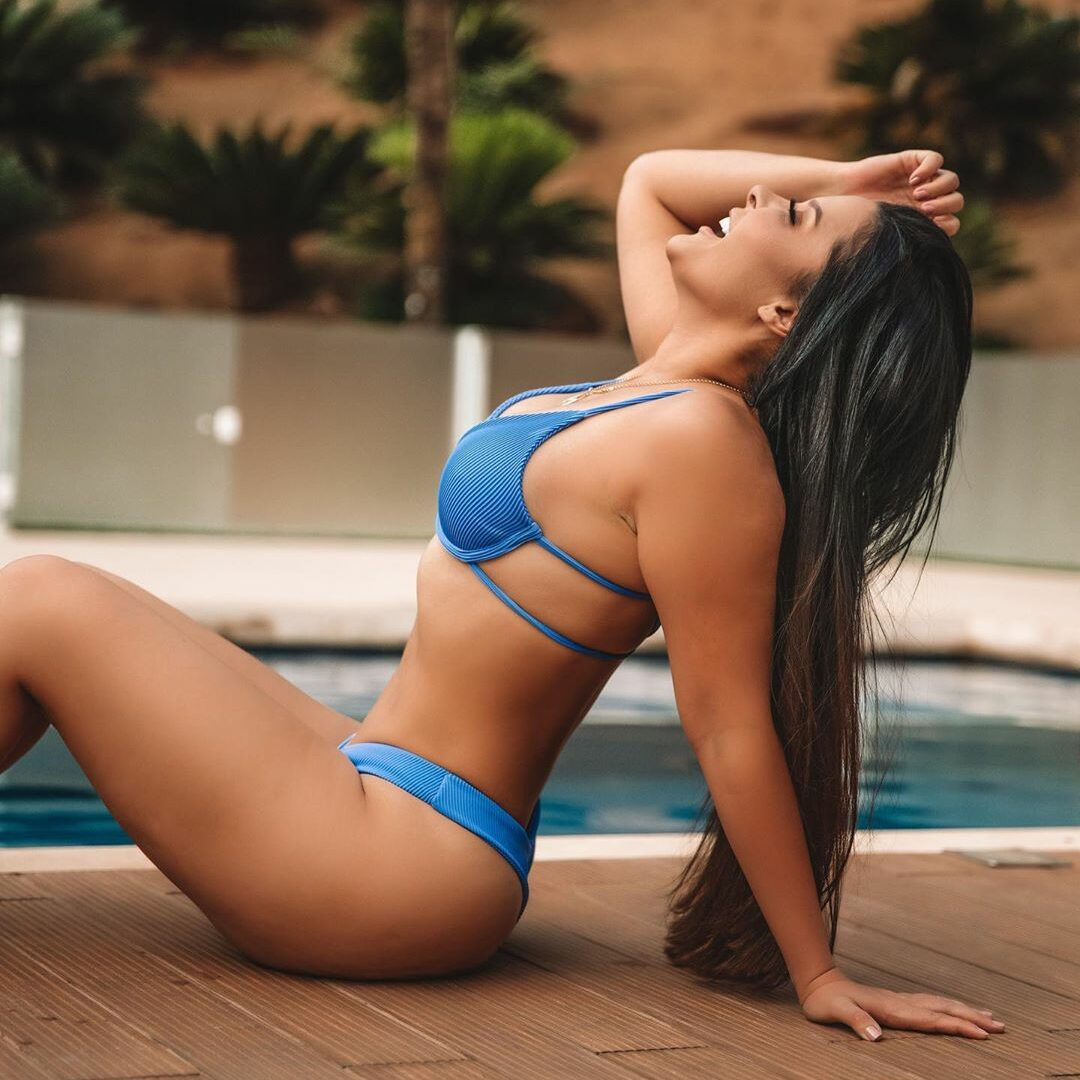 Foto de maraisa na piscina