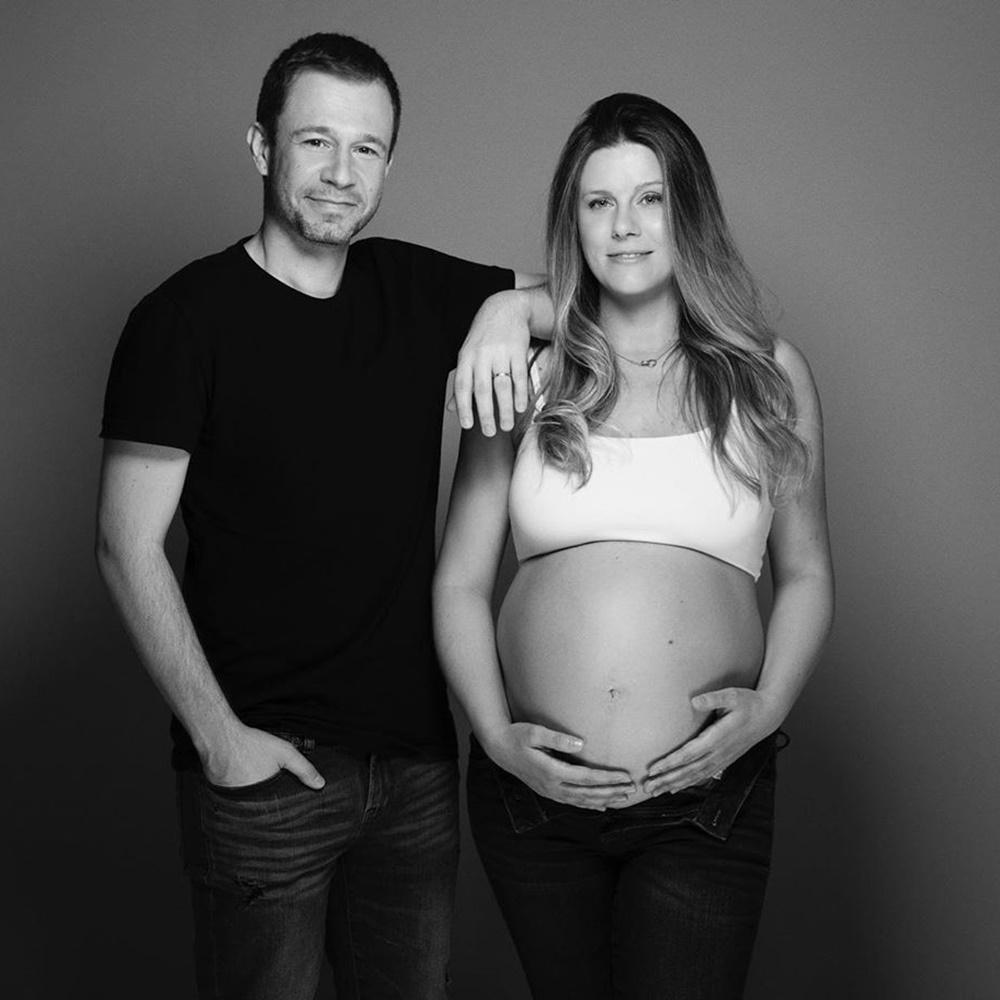 Tiago Leifert e esposa Daiana ainda grávida.