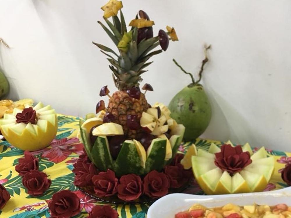 Frutas decoradas em asilo